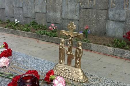Лития у мемориала героям-авиаторам Балтики.